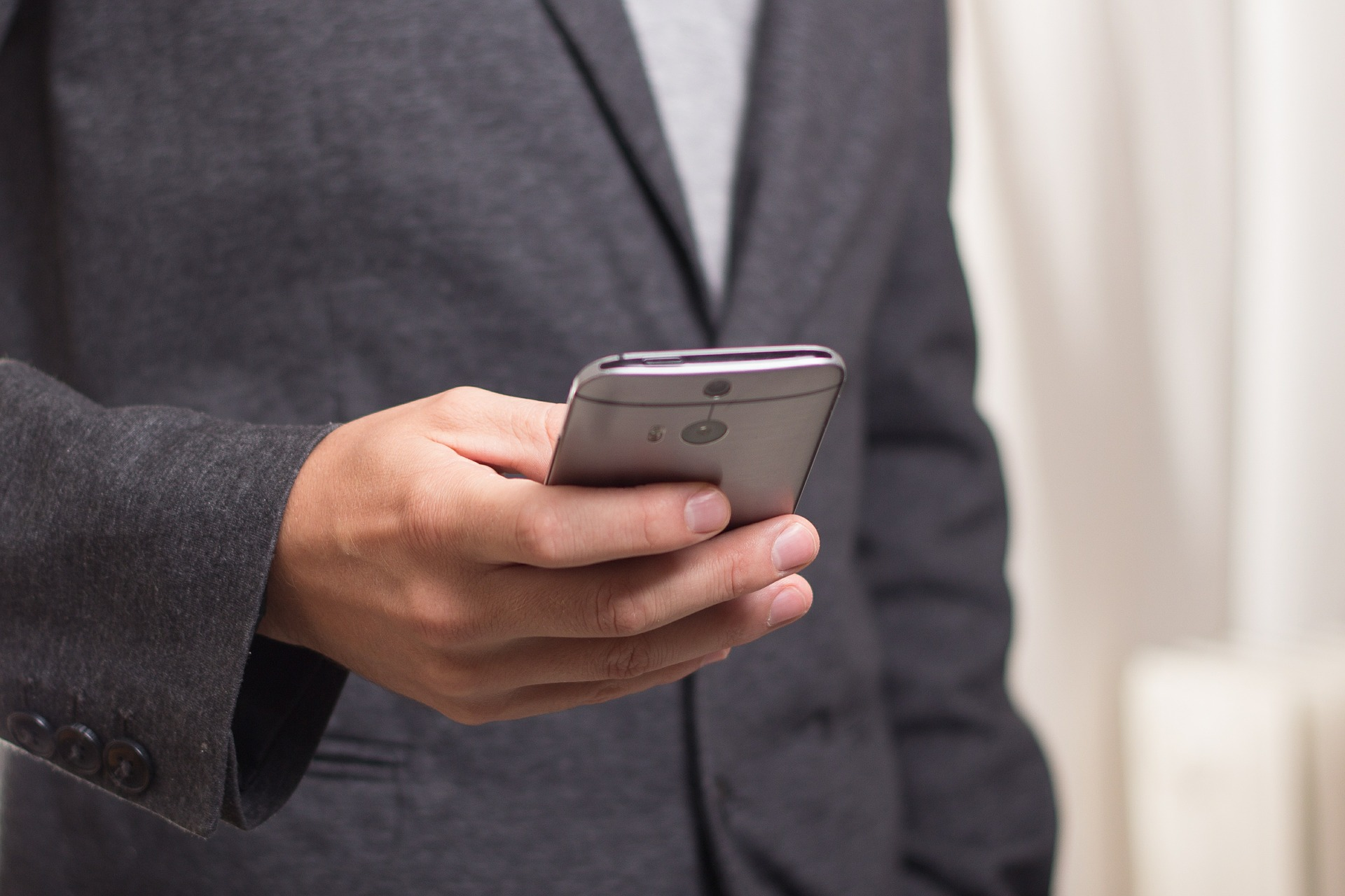 Use apps on your smartphone for a more productive commute
